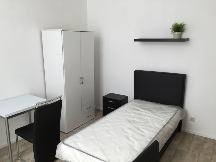 Studentenkamer Antwerpen student room Antwerp Belgium STUDIO 50 E3 - Studio nr. 50 with private bathroom and small kitchen